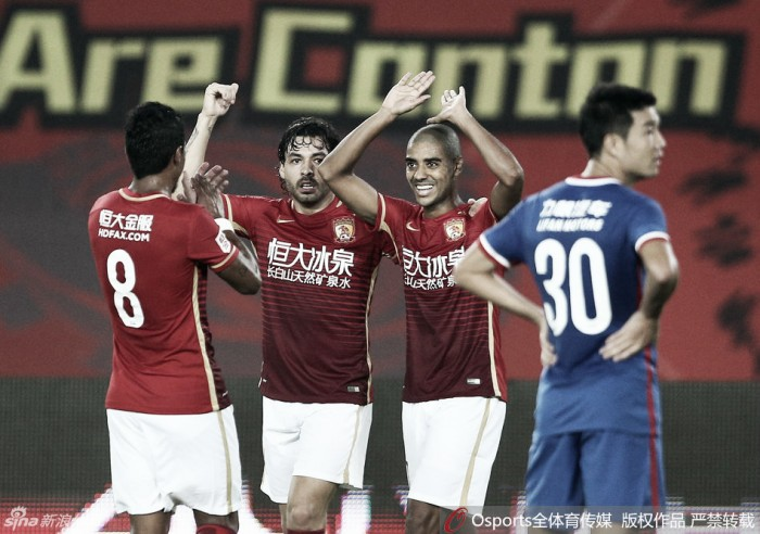 Guangzhou Evergrande goleia com gols brasileiros e amplia vantagem na liderança chinesa