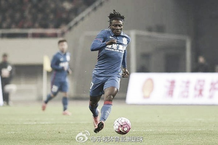Nigeriano Obafemi Martins surpreende e Shanghai Shenhua alcança o G3 durante ausência de Demba Ba