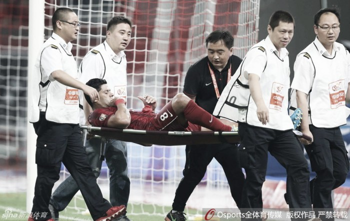 21 minutos em campo, quase gol e lesão: a estreia de Hulk na China