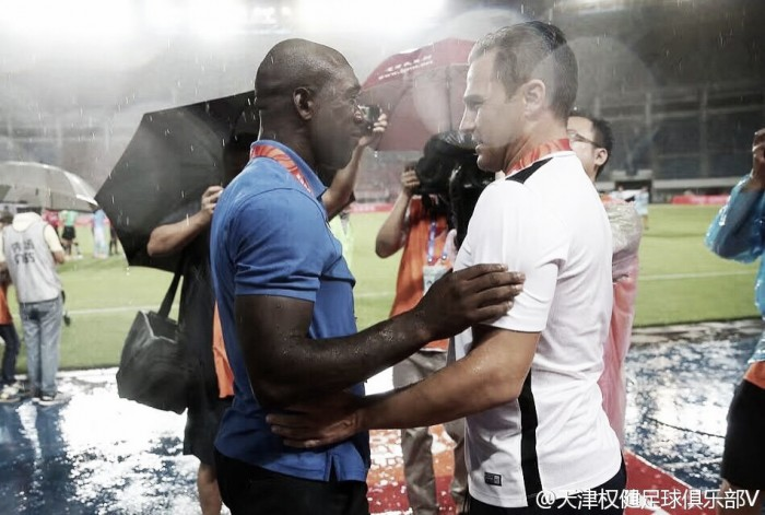 Cannavaro vence duelo contra Seedorf e Tianjin Quanjian retorna à liderança da segunda divisão chinesa