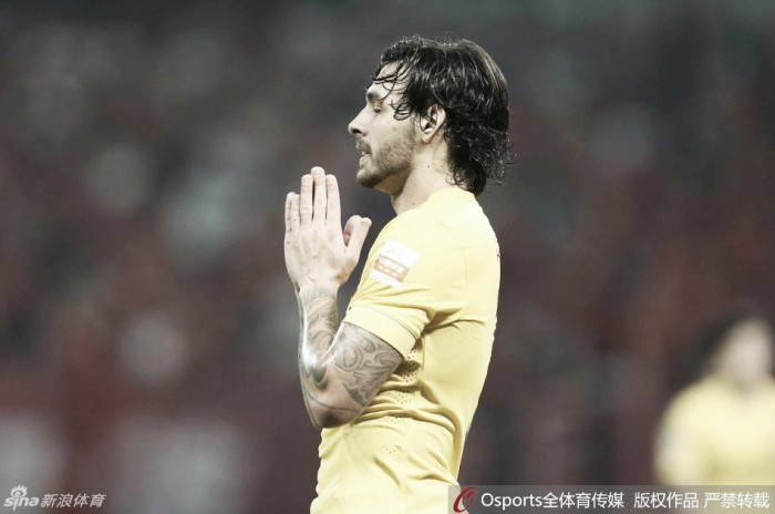 Ricardo Goulart perde pênalti e Guangzhou Evergrande empata com Shanghai SIPG