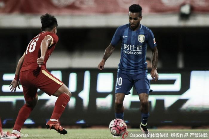 Jiangsu Suning vence lanterna Changchun Yatai e diminui vantagem do líder Guangzhou Evergrande