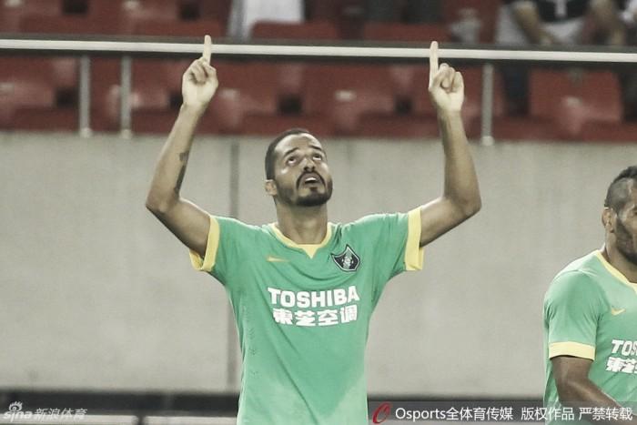 Anselmo Ramon marca duas vezes, Jiangsu tropeça e perde chance de enconstar no líder Evergrande