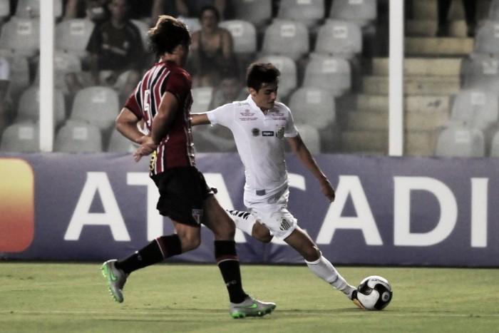 Santos recebe Internacional e apoia no bom retrospecto como mandante para voltar a vencer