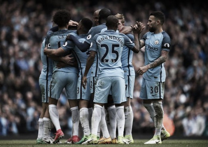 Premier League, il City avverte il Liverpool con cinque squilli