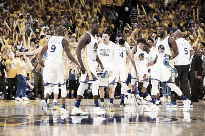 Golden State Warriors vencem Cleveland Cavaliers e abrem placar nas finais da NBA
