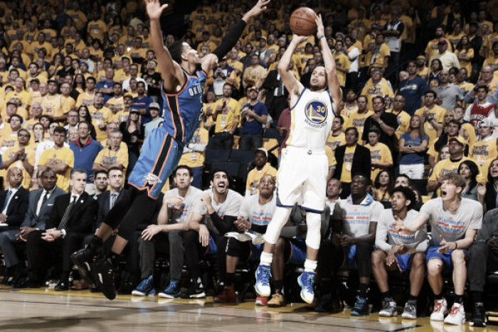 Curry brilha, Warriors vencem Thunder e garantem vaga na final da NBA pelo segundo ano seguido