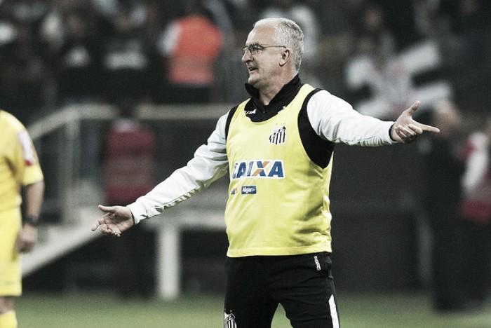 Dorival diz que não se sente pressionado e aponta erros do Santos no clássico