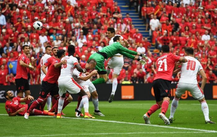 Euro 2016 : la Suisse rejoint la France en tête du groupe A