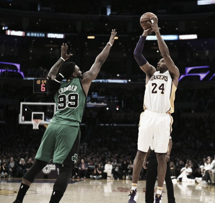 Kobe se despidió de un Boston a playoffs