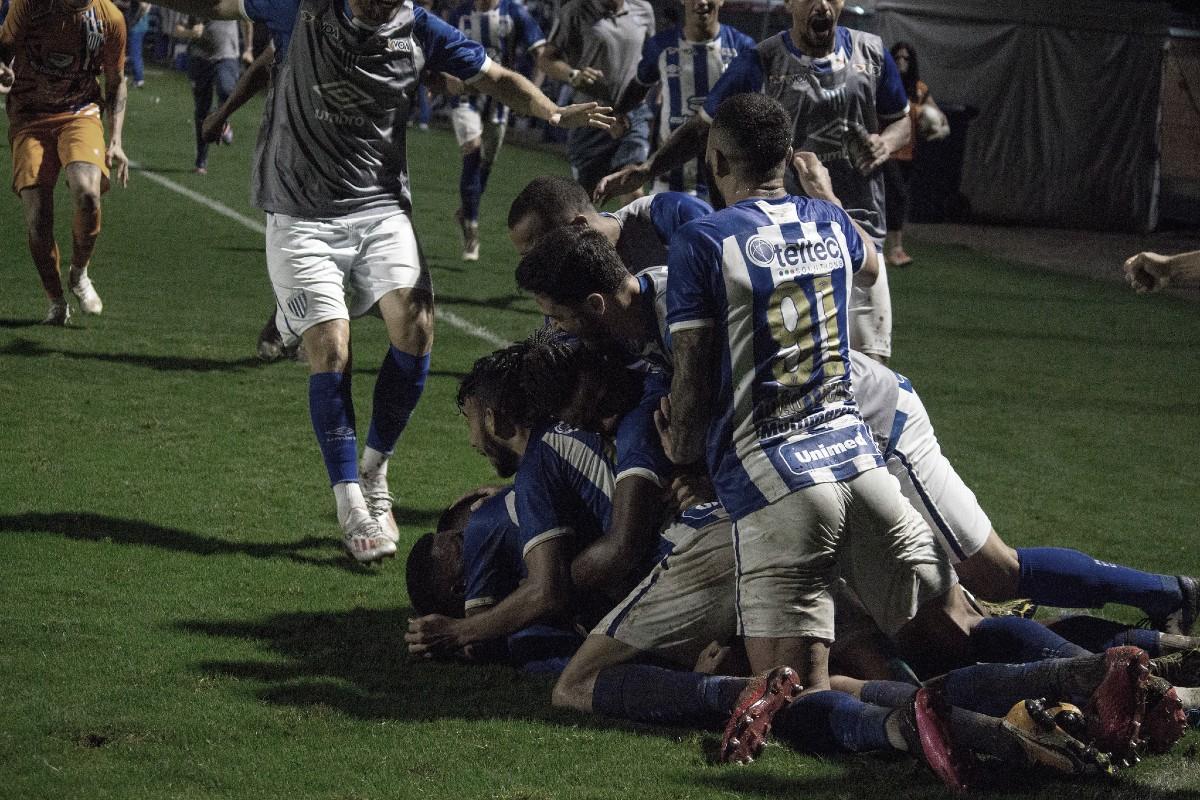 Festa avaiana: time conquistou vitória aos 52 do segundo tempo: (Foto: André Palma Ribeiro/AvaÍ FC)
