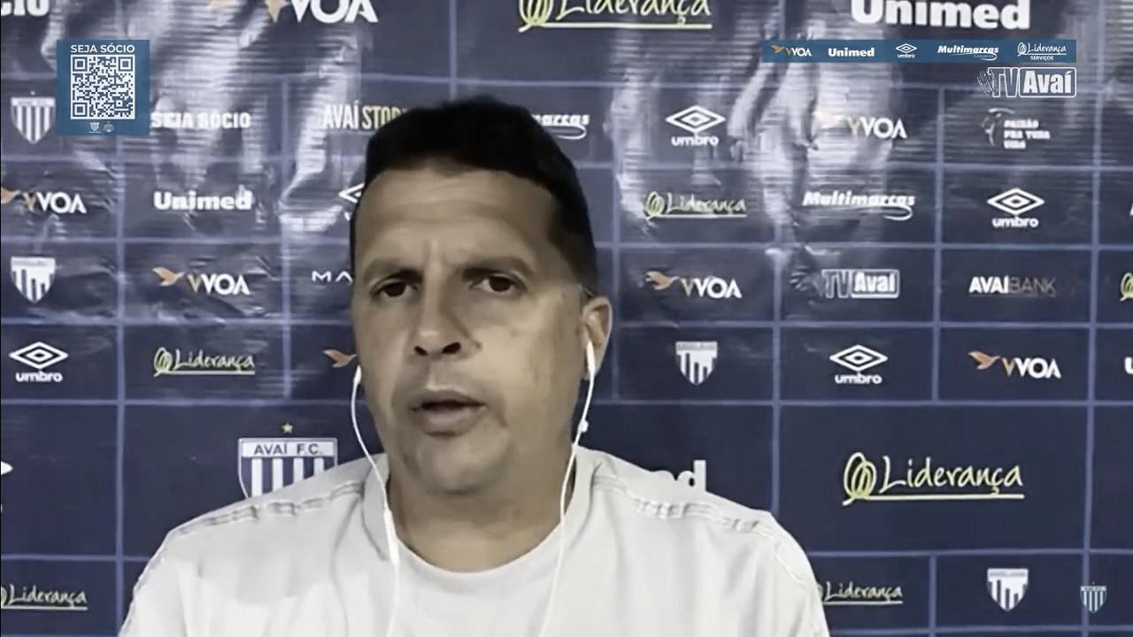 Claudinei Oliveira exalta intensidade do Avaí após primeira vitória na Série B