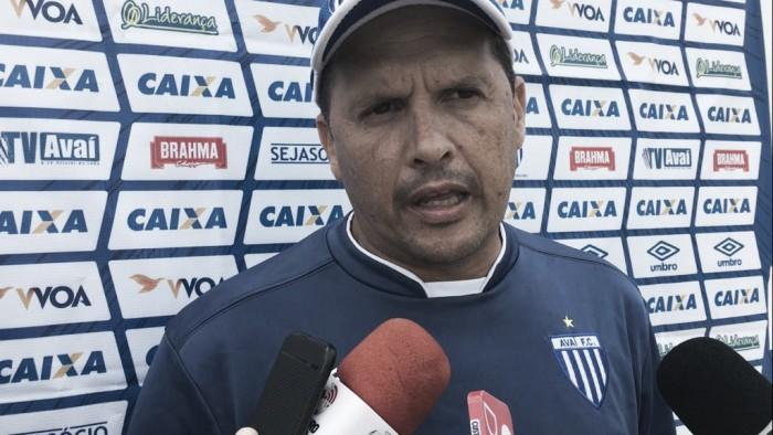 """Claudinei festeja atuação de Douglas, mas pontua: """"Problema do Avaí nunca foi goleiro"""""""