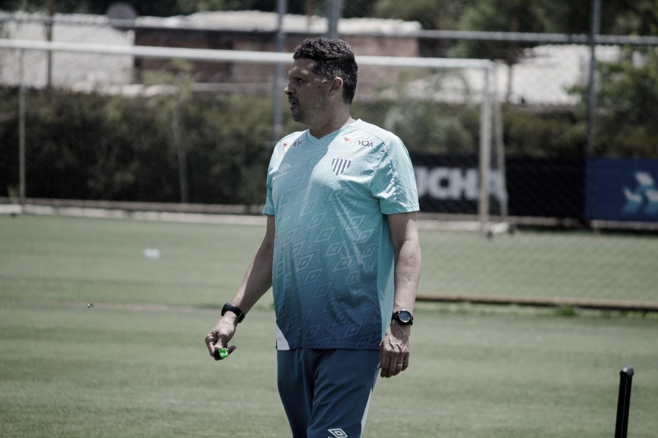 Claudinei Oliveira explica mudança tática e elogia atuação do Avaí em vitória sobre Brasil