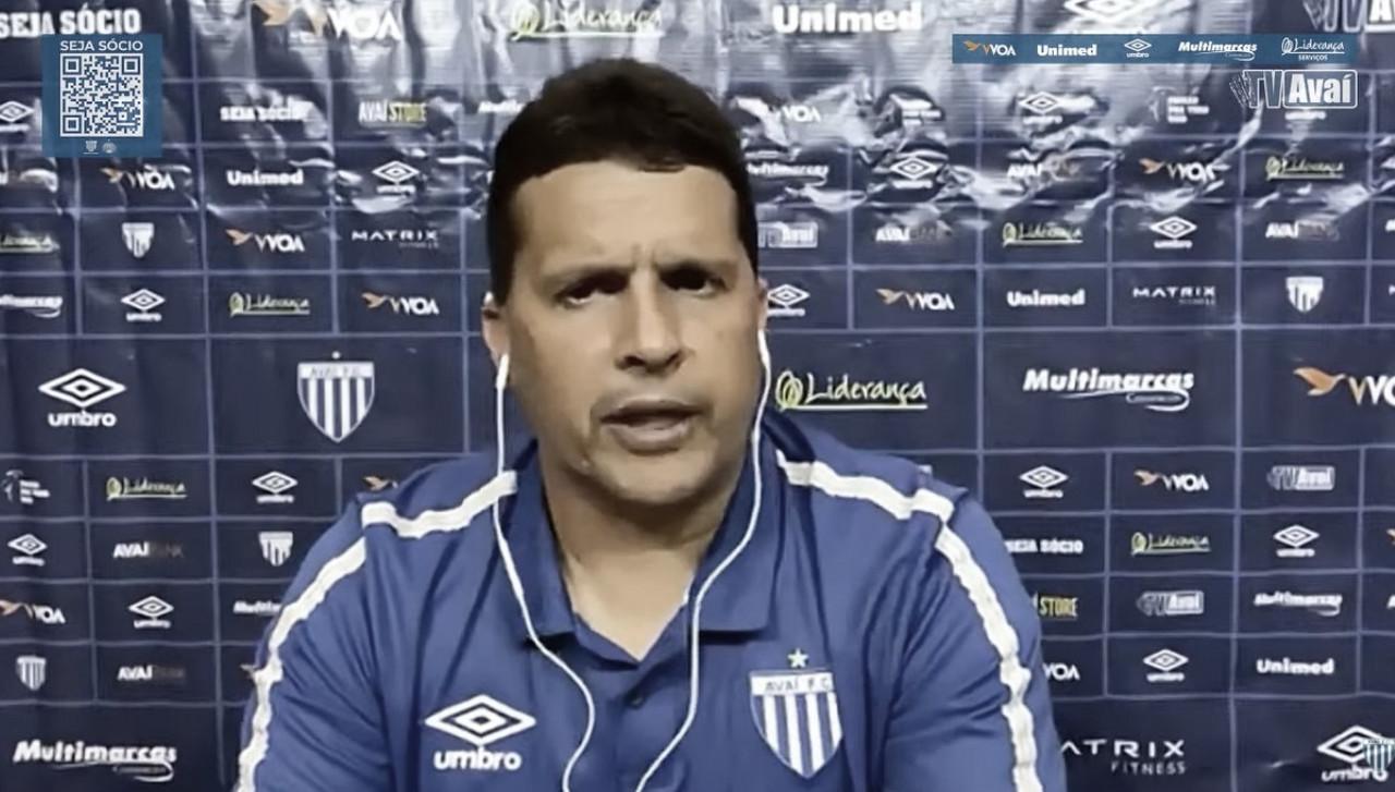 """Claudinei explica estratégia e exalta triunfo do Avaí: """"Cruzeiro tem que ser valorizado"""""""