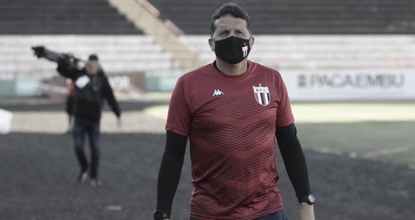 Claudinei Oliveira lamenta chances perdidas contra Figueirense e pede Botafogo-SP mais ligado