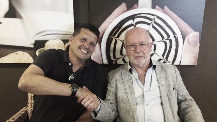Mesmo após rebaixamento, Avaí renova com treinador Claudinei Oliveira até fim de 2018