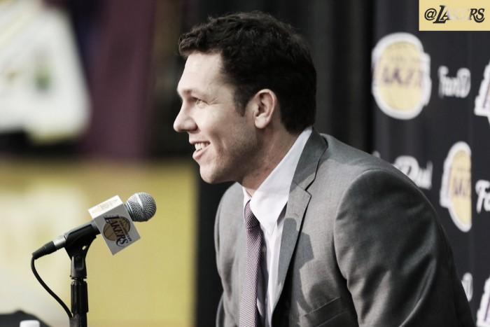 Los Angeles Lakers apresenta treinador Luke Walton para temporada 2016/17