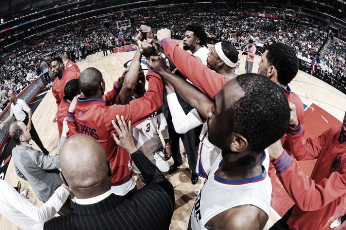 Los Angeles Clippers vence Denver Nuggets e assegura vaga nos playoffs