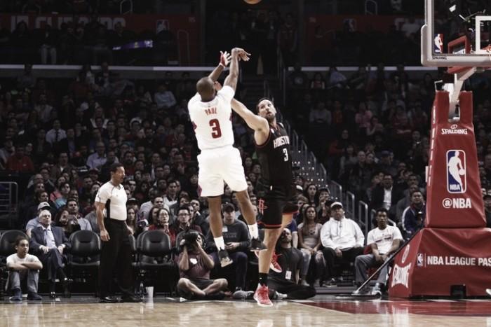 Rockets vuelven al triunfo en Los Ángeles
