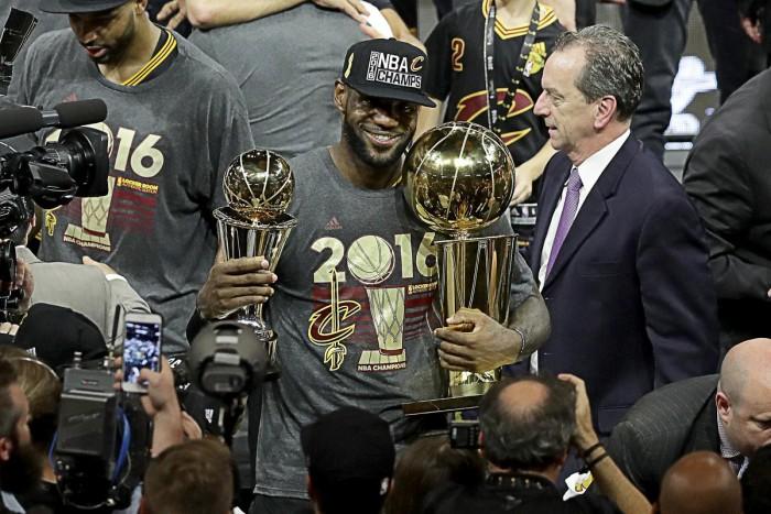Eleito MVP das finais pela terceira vez, LeBron James é superado apenas por Michael Jordan