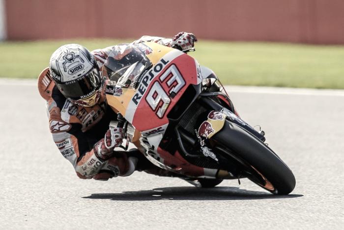 MotoGp - Straordinario Marquez che conquista la pole! Ma Rossi è lì