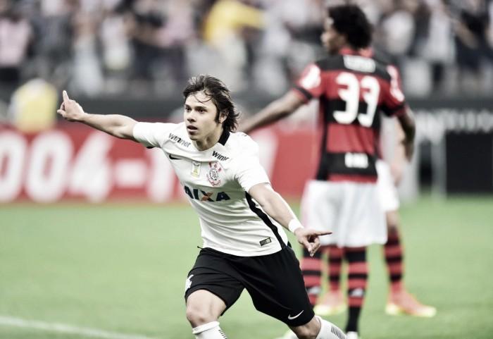 Corinthians atropela Flamengo no segundo tempo e se aproxima da liderança