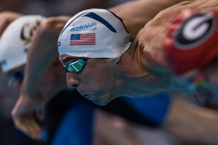 Nuoto, Trials americani: Phelps vince il duello con Lochte nei misti, 100 stile alla Weitzeil