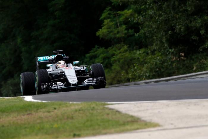 Mercedes domina primeira sessão de treinos livres na Hungria