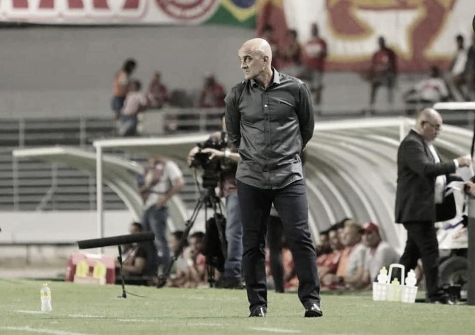 """Insatisfeito com derrota diante do CRB, Itamar lamenta: """"Falta de atenção é um erro fatal"""""""