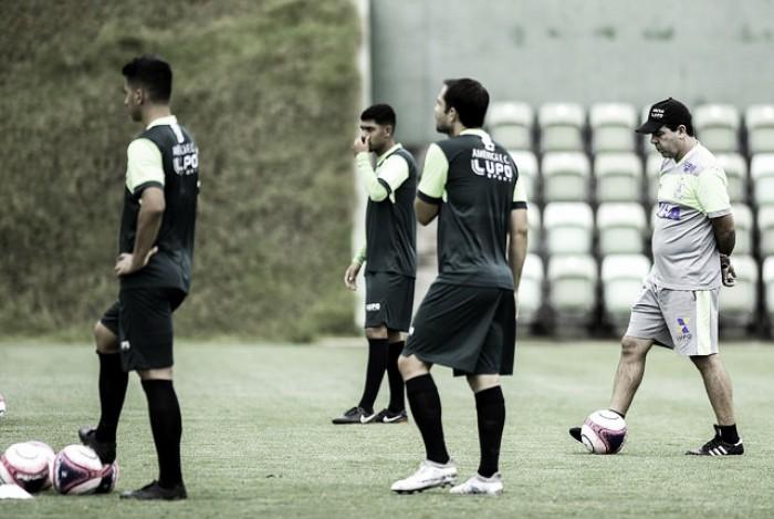 Focando na bola parada, América-MG realiza último treino antes de viagem para Uberlândia