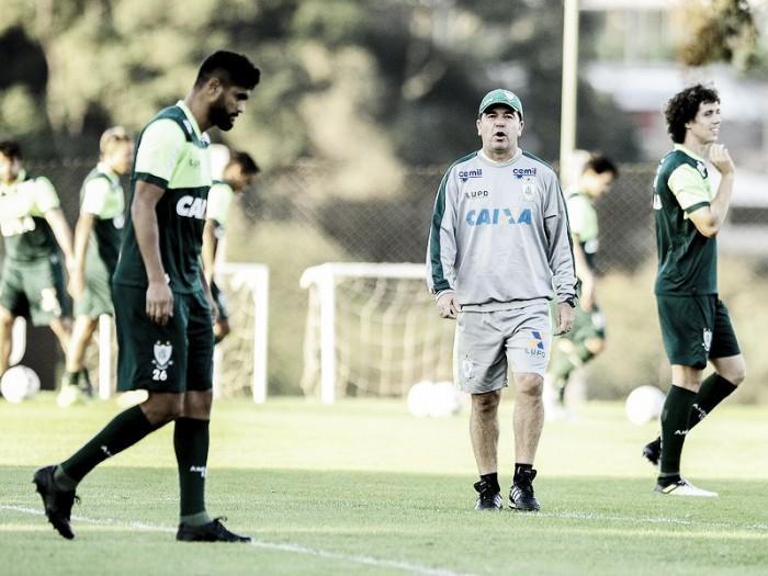 De olho no G-4, embalado América-MG duela com Brasil de Pelotas no Independência
