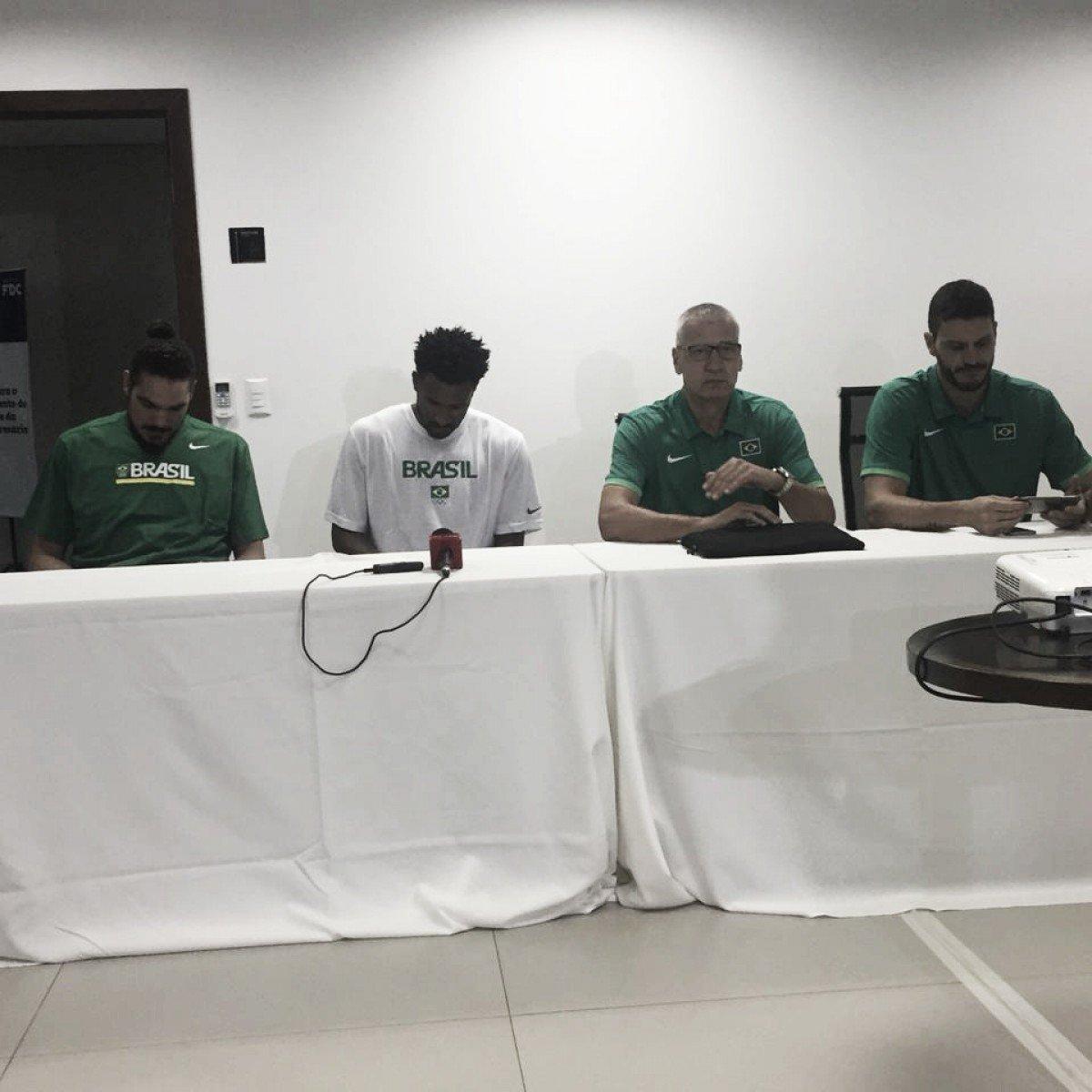 Com retorno de Leandrinho, Seleção de basquete se apresenta em Goiânia