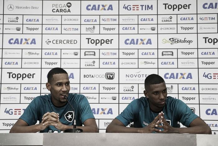 Promessas da base do Botafogo, Helerson e Kanu concedem primeira entrevista coletiva
