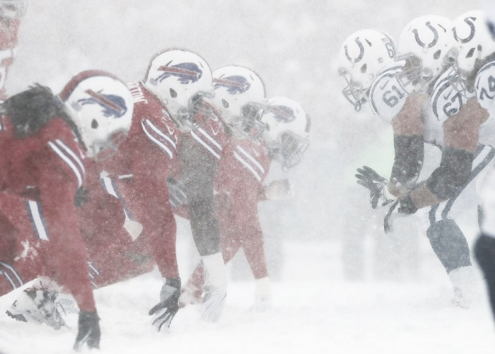 A pesar de los tiempos extras y la nevada, los Bills se llevan el juego y siguen en la pelea de 'playoffs'