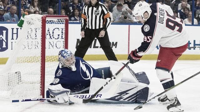 Columbus, Islanders y St. Louis repiten victoria; Vegas iguala su serie