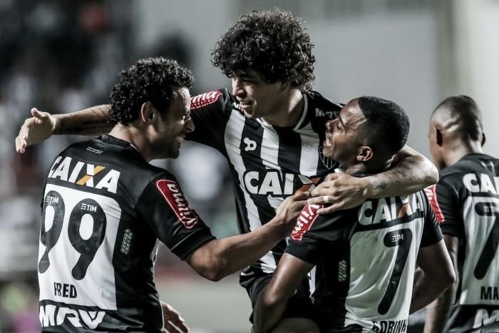 Com protagonismo de Robinho, Atlético-MG goleia Santa Cruz e encosta no G-4