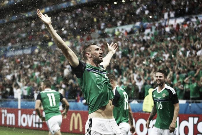 Em partida com chuva de granizo, Irlanda do Norte bate Ucrânia e respira na Eurocopa