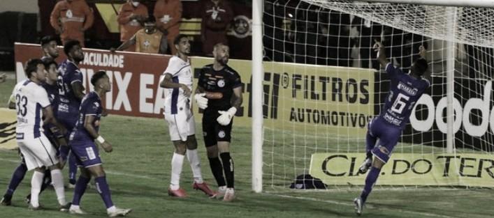 Em jogo polêmico, Avaí tem dois gols anulados e fica no empate com Confiança