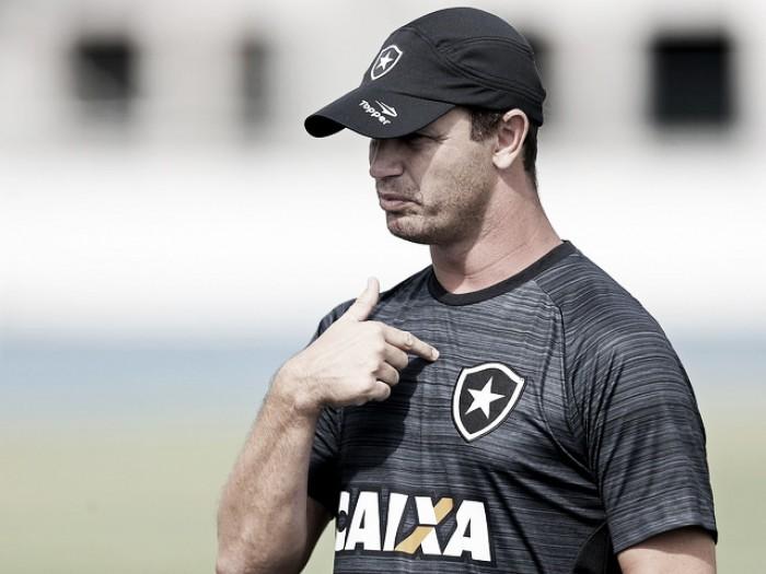 Felipe Conceição comemora evolução após primeira semana de treinos do Botafogo