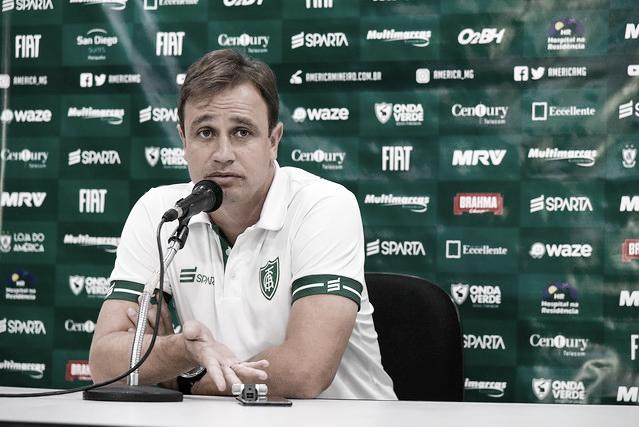 Felipe Conceição 'valoriza coisas positivas' e exalta postura defensiva do América-MG
