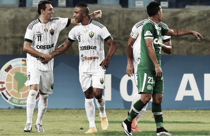 Cuiabá vence time misto da Chapecoense e larga com vantagem na Sul-Americana