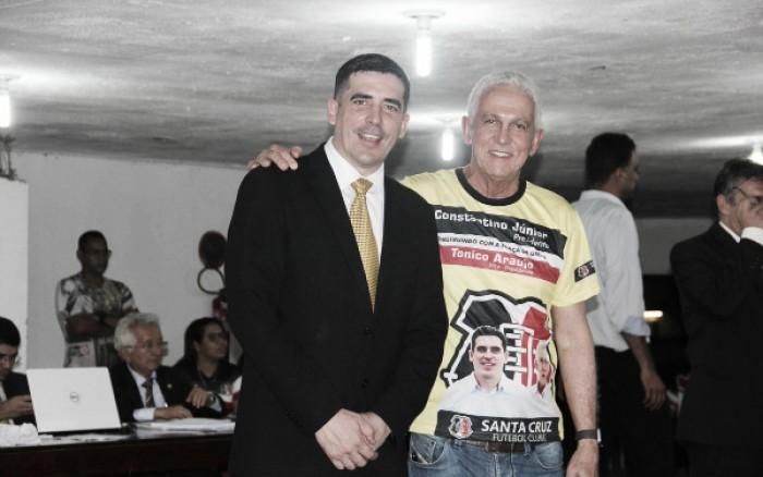 Constantino Júnior demonstra favoritismo e é eleito novo presidente do Santa Cruz