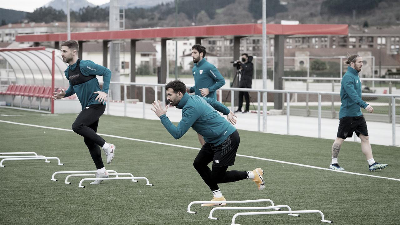 Los jugadores del Athletic preparan el partido frente al UD Ibiza