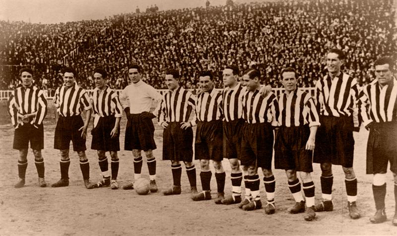 97 años desde que los leones se alzaron con su décima Copa