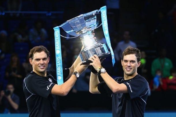 Los hermanos Bryan líderes de dobles en Londres