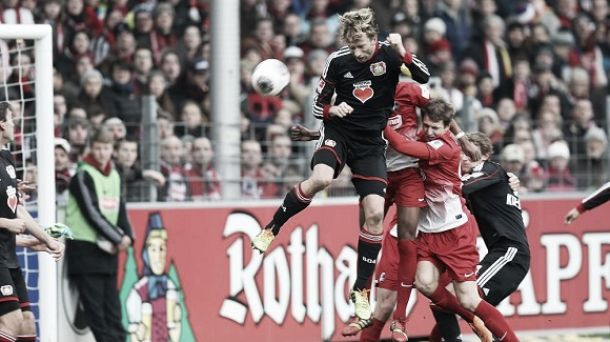 Freiburg bate Bayer Leverkusen e complica a vida dos aspirinas