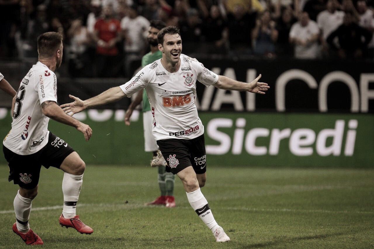 Corinthians derrota Chapecoense e se classifica para oitavas da Copa do Brasil