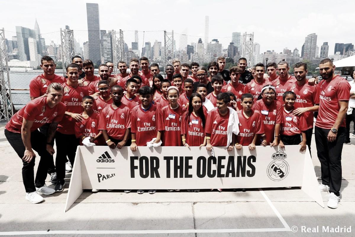 El Real Madrid presentó en Nueva York la tercera camiseta para la próxima temporada