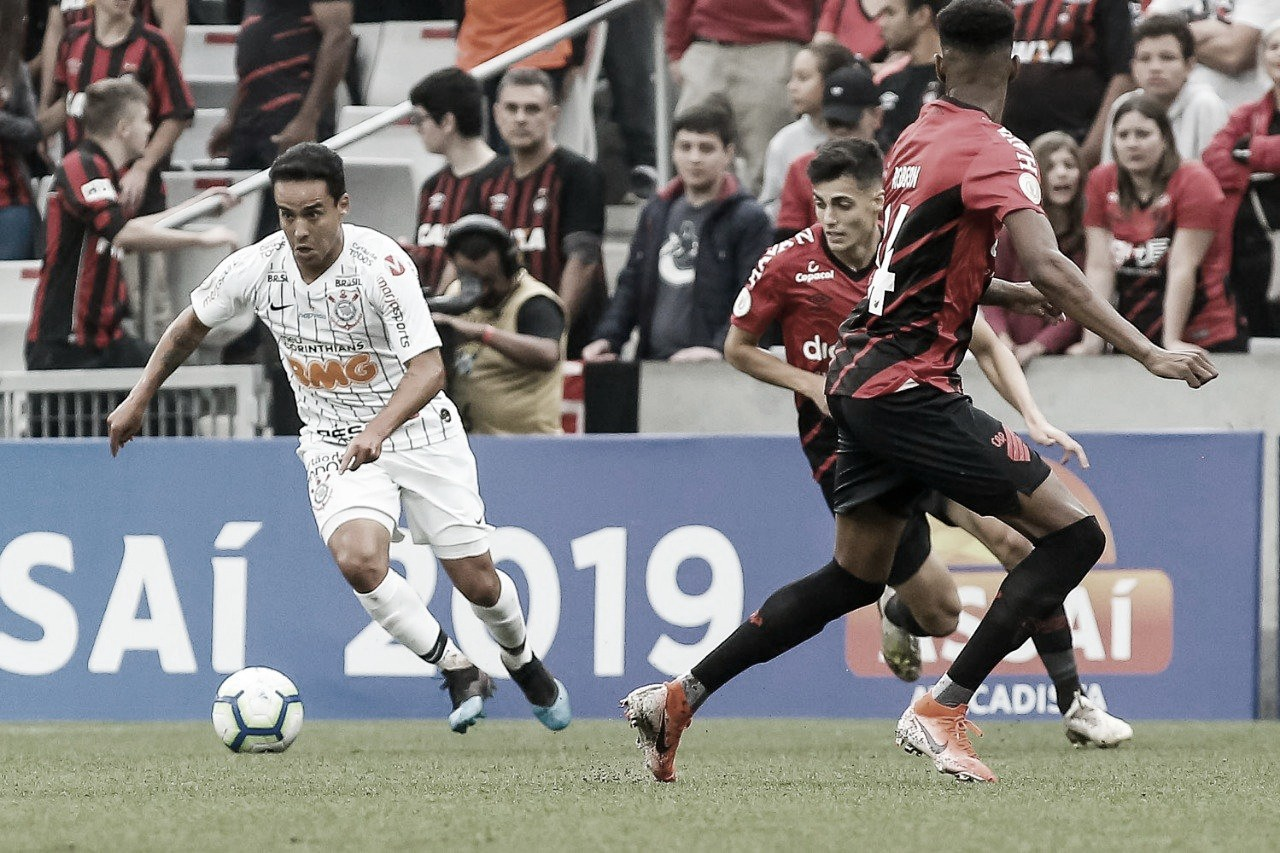 Para se consolidar no G-4, Corinthians recebe desfalcado Athletico
